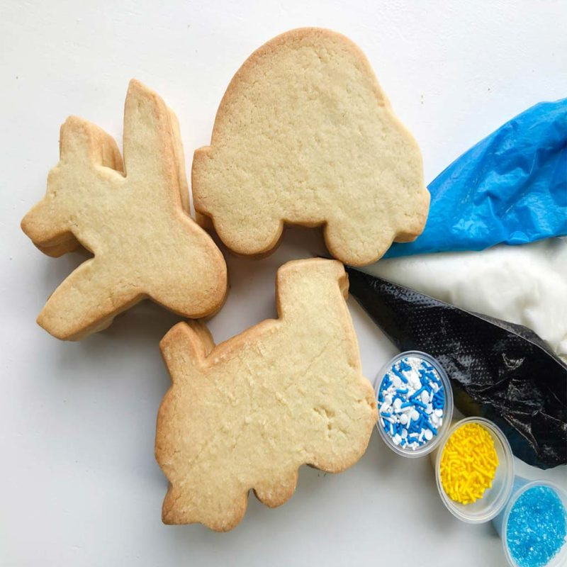 Planes, Trains & Automobiles DIY Packs. 12 cookies, 3 icings (black, white, blue) 3 sprinkle sets